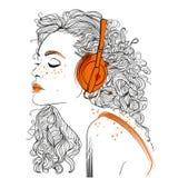 Όμορφο κορίτσι με τα ακουστικά ελεύθερη απεικόνιση δικαιώματος