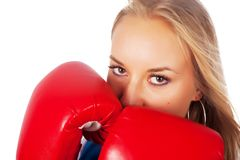 Όμορφο κορίτσι με τα εγκιβωτίζοντας γάντια Στοκ Φωτογραφίες