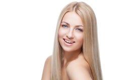 Όμορφο κορίτσι με τα μεταξωτά ξανθά μαλλιά στοκ εικόνες με δικαίωμα ελεύθερης χρήσης