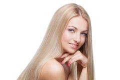 Όμορφο κορίτσι με τα μεταξωτά ξανθά μαλλιά στοκ φωτογραφίες