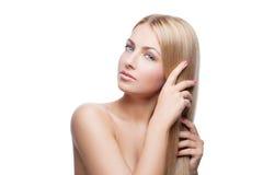 Όμορφο κορίτσι με τα μεταξωτά ξανθά μαλλιά στοκ εικόνες