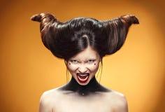 Όμορφο κορίτσι με την κατάπληξη hairstyle Τυπωμένη ύλη διαφημίσεων για τους κομμωτές Στοκ φωτογραφίες με δικαίωμα ελεύθερης χρήσης