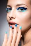Όμορφο κορίτσι με τη φωτεινή δημιουργική μόδα makeup Στοκ φωτογραφίες με δικαίωμα ελεύθερης χρήσης