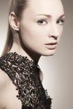 Όμορφο κορίτσι με τη χρυσή τρίχα Στοκ φωτογραφία με δικαίωμα ελεύθερης χρήσης