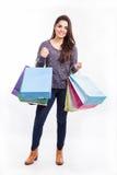 Όμορφο κορίτσι με τις τσάντες αγορών Στοκ φωτογραφία με δικαίωμα ελεύθερης χρήσης