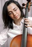Όμορφο κορίτσι με το βιολοντσέλο στοκ φωτογραφία με δικαίωμα ελεύθερης χρήσης
