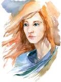 Όμορφο κορίτσι με το μακρύ κόκκινο τρίχωμα Συρμένη χέρι απεικόνιση watercolor Στοκ Εικόνες