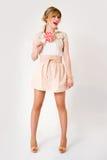 Όμορφο κορίτσι με το μεγάλο lollipop Στοκ εικόνα με δικαίωμα ελεύθερης χρήσης