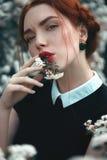 Όμορφο κορίτσι με το σγουρό redhair Στοκ εικόνα με δικαίωμα ελεύθερης χρήσης