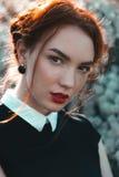 Όμορφο κορίτσι με το σγουρό redhair Στοκ φωτογραφία με δικαίωμα ελεύθερης χρήσης