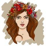 Όμορφο κορίτσι με το στεφάνι των λουλουδιών Στοκ Εικόνες