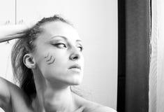 Όμορφο κορίτσι με το φυλετικό makeup Στοκ εικόνα με δικαίωμα ελεύθερης χρήσης