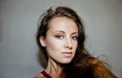Όμορφο κορίτσι με το φυλετικό makeup Στοκ Εικόνα