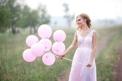 όμορφο κορίτσι μπαλονιών Στοκ εικόνα με δικαίωμα ελεύθερης χρήσης
