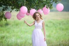 όμορφο κορίτσι μπαλονιών Στοκ Φωτογραφία