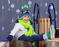 όμορφο κορίτσι μόδας ανασκόπησης που απομονώνεται άσπρος χειμώνας λατρευτό ευτυχές πορτρέ&tau Στοκ εικόνες με δικαίωμα ελεύθερης χρήσης