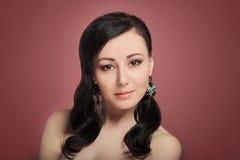Όμορφο κορίτσι μόδας με το κόσμημα Στοκ Φωτογραφίες