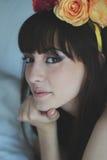 όμορφο κορίτσι λουλουδιών Στοκ φωτογραφίες με δικαίωμα ελεύθερης χρήσης