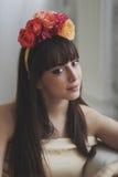 όμορφο κορίτσι λουλουδιών Στοκ Φωτογραφία