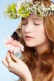 όμορφο κορίτσι πεταλούδ&omeg Στοκ φωτογραφία με δικαίωμα ελεύθερης χρήσης