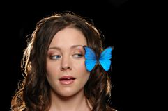 όμορφο κορίτσι πεταλούδ&omeg Στοκ Φωτογραφία