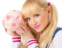Όμορφο κορίτσι που κρατά τη piggy τράπεζα Στοκ Εικόνες