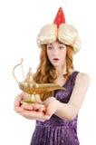 Όμορφο κορίτσι που κρατά το μαγικό λαμπτήρα απομονωμένο στο λευκό Στοκ Φωτογραφία