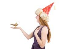 Όμορφο κορίτσι που κρατά το μαγικό λαμπτήρα απομονωμένο στο λευκό Στοκ Εικόνα