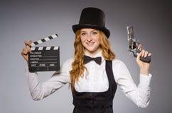 Όμορφο κορίτσι που φορά το αναδρομικό καπέλο Στοκ Εικόνες