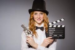 Όμορφο κορίτσι που φορά το αναδρομικό καπέλο Στοκ Φωτογραφία