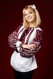 Όμορφο κορίτσι σε ένα κεντημένο πουκάμισο Στοκ φωτογραφίες με δικαίωμα ελεύθερης χρήσης