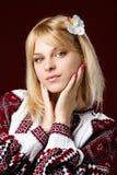 Όμορφο κορίτσι σε ένα κεντημένο πουκάμισο Στοκ Εικόνες