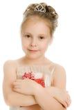 Όμορφο κορίτσι σε ένα όμορφο φόρεμα με το δώρο Στοκ Εικόνες