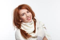 Όμορφο κορίτσι σε μια ΚΑΠ Στοκ φωτογραφία με δικαίωμα ελεύθερης χρήσης