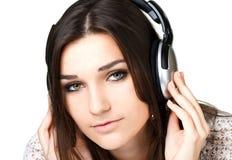 Όμορφο κορίτσι στα ακουστικά Στοκ Εικόνες