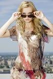 Όμορφο κορίτσι στα γυαλιά ηλίου στοκ φωτογραφία με δικαίωμα ελεύθερης χρήσης