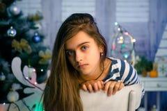 Όμορφο κορίτσι στα Χριστούγεννα και το νέο έτος Στοκ φωτογραφίες με δικαίωμα ελεύθερης χρήσης