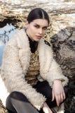 Όμορφο κορίτσι στα posingoutdoors φορεμάτων μόδας Στοκ φωτογραφίες με δικαίωμα ελεύθερης χρήσης