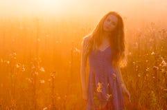 Όμορφο κορίτσι στην ομίχλη Στοκ εικόνες με δικαίωμα ελεύθερης χρήσης