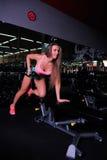 Όμορφο κορίτσι στη γυμναστική Στοκ φωτογραφία με δικαίωμα ελεύθερης χρήσης