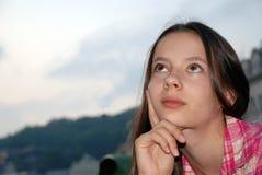 όμορφο κορίτσι στοχαστι&kap Στοκ φωτογραφία με δικαίωμα ελεύθερης χρήσης