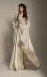 Όμορφο κορίτσι στο μεσαιωνικό όμορφο φόρεμα Στοκ Εικόνα