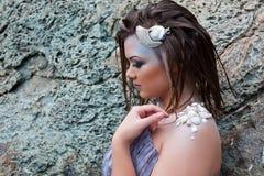 Όμορφο κορίτσι στην παραλία Στοκ εικόνα με δικαίωμα ελεύθερης χρήσης