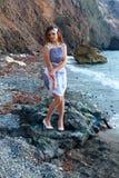 Όμορφο κορίτσι στην παραλία Στοκ φωτογραφία με δικαίωμα ελεύθερης χρήσης