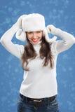 Όμορφο κορίτσι στο χειμερινό καπέλο. στοκ εικόνα