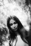 Όμορφο κορίτσι στο ύφος ενός παλαιού κινηματογράφου Στοκ φωτογραφία με δικαίωμα ελεύθερης χρήσης