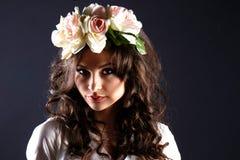 Όμορφο κορίτσι, brunette, κλασικό στούντιο Στοκ Εικόνες