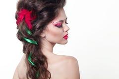 Όμορφο κορίτσι Brunette. Υγιές μακρυμάλλες ύφος στοκ εικόνες