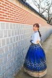 Όμορφο κορεατικό ντυμένο γυναίκα Hanbok, κορεατικό παραδοσιακό φόρεμα στοκ φωτογραφία με δικαίωμα ελεύθερης χρήσης