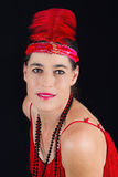 όμορφο κόκκινο φόρεμα ενδυμασίας ύφους brunette το 1920 και ένα Φε Στοκ Φωτογραφία
